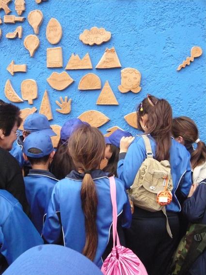 I bambini guardano i loro ex voto
