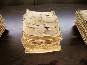 Tavolette, terracotta, ceralacca e spago, cm30x20