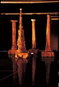 La Scrittura del Vento, terracotta, installazione, h. cm 300x230