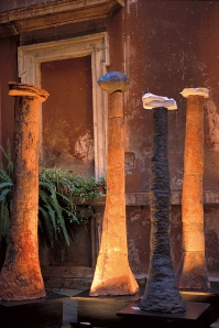 La Scrittura del Vento, installazione, terracotta e ossidi, h. cm 240x180
