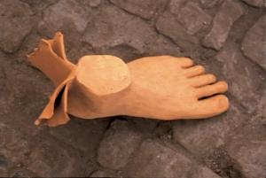 Piede alato, terracotta, cm 30x12