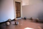 Coronis, 2004, installazione, terracotta e ossidi, Ø cm 34x40