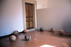 Coronis, installazione, terracotta e ossidi, Ø cm 34 - 40